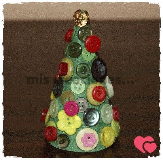 Árbol de Navidad realizado con botones